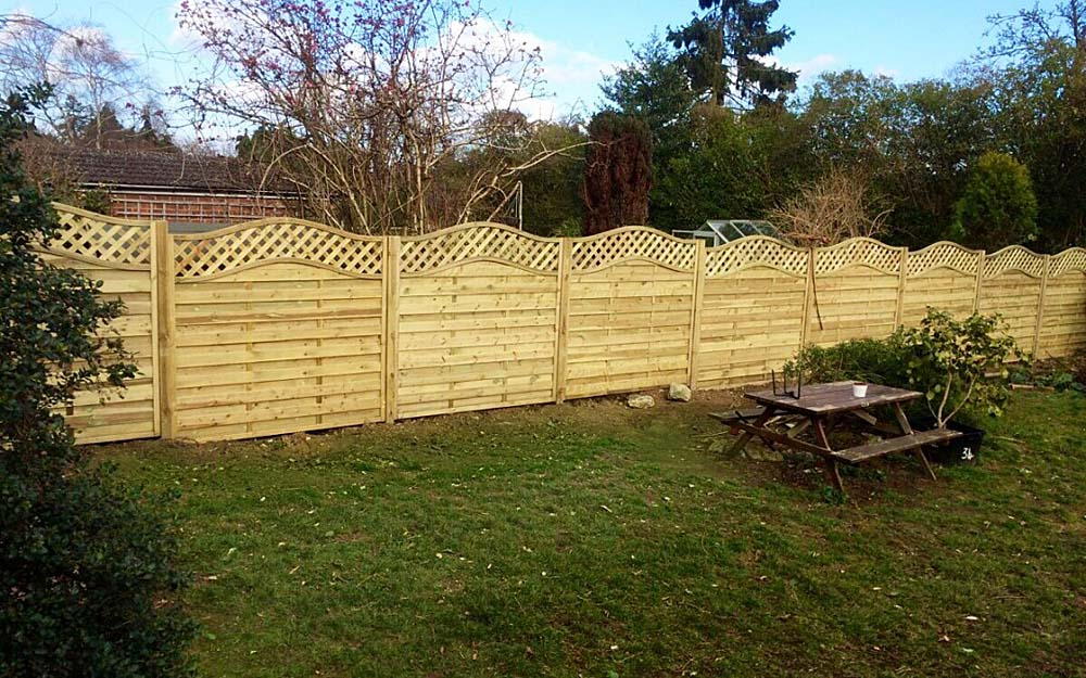 Keith's Curved Venetian Fencing